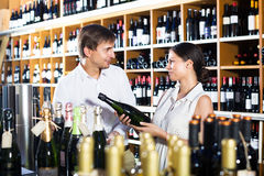 Couple buying bottle of wine Royalty Free Stock Photography