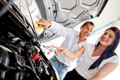 Couple buying a car Royalty Free Stock Photography