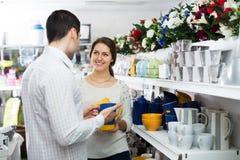 Couple buying ceramic Royalty Free Stock Photography