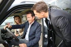 Couple buying new car Royalty Free Stock Photos