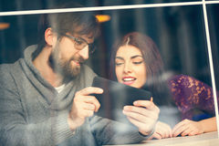 Couple In Cafe Using Technology Royalty Free Stock Photos