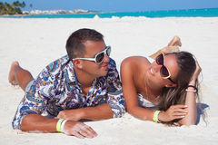 Couple on the caribbean beach of sea Royalty Free Stock Photos
