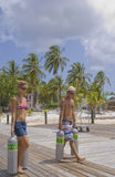 Couple carrying Scuba Tanks in the Caribbean Royalty Free Stock Photography