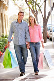 Couple carrying shopping Royalty Free Stock Photography