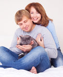 Couple with a cat Royalty Free Stock Photography