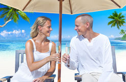 A couple celebrating on the beach Royalty Free Stock Images