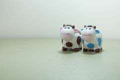 A couple of ceramic cow Royalty Free Stock Photography