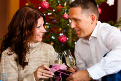 Couple with champagne on Christmas Eve Royalty Free Stock Photography