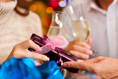 Couple with champagne on Christmas Eve Royalty Free Stock Photos