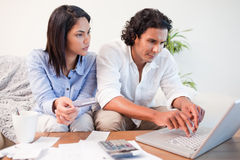 Couple checking their bank accounts online Royalty Free Stock Photos