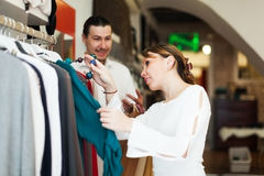 Couple choosing clothes at boutique Royalty Free Stock Photos