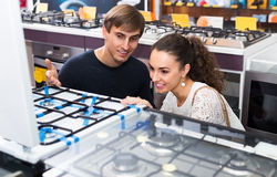 Couple choosing gas hobs Royalty Free Stock Photo