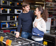 Couple choosing gas hobs Royalty Free Stock Images