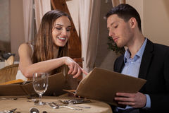 Couple choosing a meal Royalty Free Stock Photography