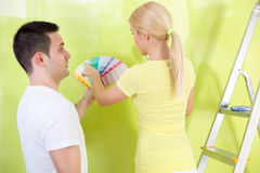 Couple choosing paint for painting Stock Photography