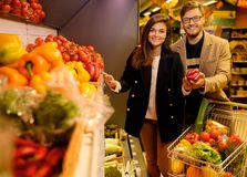 Couple choosing vegetables Royalty Free Stock Photography