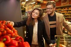 Couple choosing vegetables Royalty Free Stock Photos