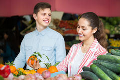 Couple choosing veggies and fruits Royalty Free Stock Photography