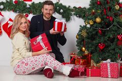 Couple with Christmas gifts royalty free stock images