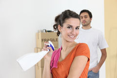 Couple cleaning house before move Royalty Free Stock Photography