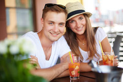 Couple with cocktails Royalty Free Stock Images