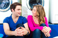 Couple in a coin laundry washing Royalty Free Stock Photography