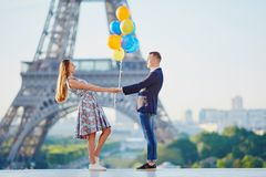 Couple with colorful balloons near the Eiffel tower Royalty Free Stock Photography
