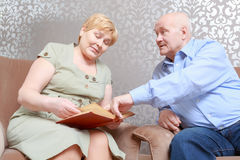Couple communicates on a book together Royalty Free Stock Images