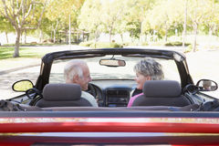 Couple in convertible car smiling Royalty Free Stock Photography