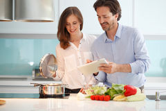 Couple cooking dinner Royalty Free Stock Photos