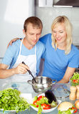 Couple cooking meal Royalty Free Stock Photography