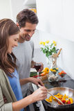 Couple cooking together vegetables Royalty Free Stock Photography