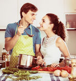 Couple cooking vegetables at kitchen Royalty Free Stock Images