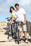 Couple cycling by the beach Royalty Free Stock Photos