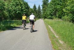 Couple cycling in the Perlacher Forst stock photography