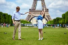 Couple dancing in Paris near the Eiffel tower Royalty Free Stock Images