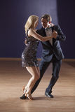 Couple dancing the tango Royalty Free Stock Photos