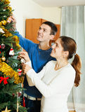 Couple decorating Christmas tree Royalty Free Stock Photos