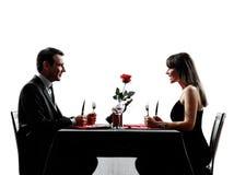 Couple des amants datant le dîner les silhouettes affamées Images libres de droits