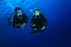 Couple diving on coral reef Royalty Free Stock Photos
