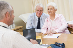 Couple in doctor's office Royalty Free Stock Photos