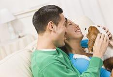 couple dog holding laughing Στοκ Φωτογραφίες