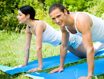 Couple doing fitness exercises Royalty Free Stock Photography