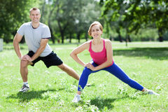 Couple doing stretching exercises Royalty Free Stock Photos