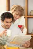 Couple drinking coffee together Royalty Free Stock Photos