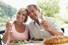 Couple Eating An Al Fresco Meal Royalty Free Stock Photography