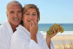 Couple eating grapes Royalty Free Stock Photos