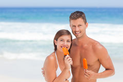 Couple eating an ice cream Royalty Free Stock Images