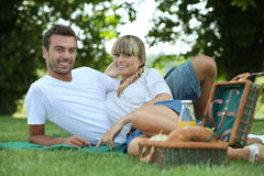 Couple eating a picnic Royalty Free Stock Photos