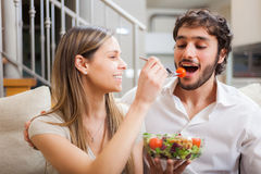 Couple eating a salad Royalty Free Stock Images